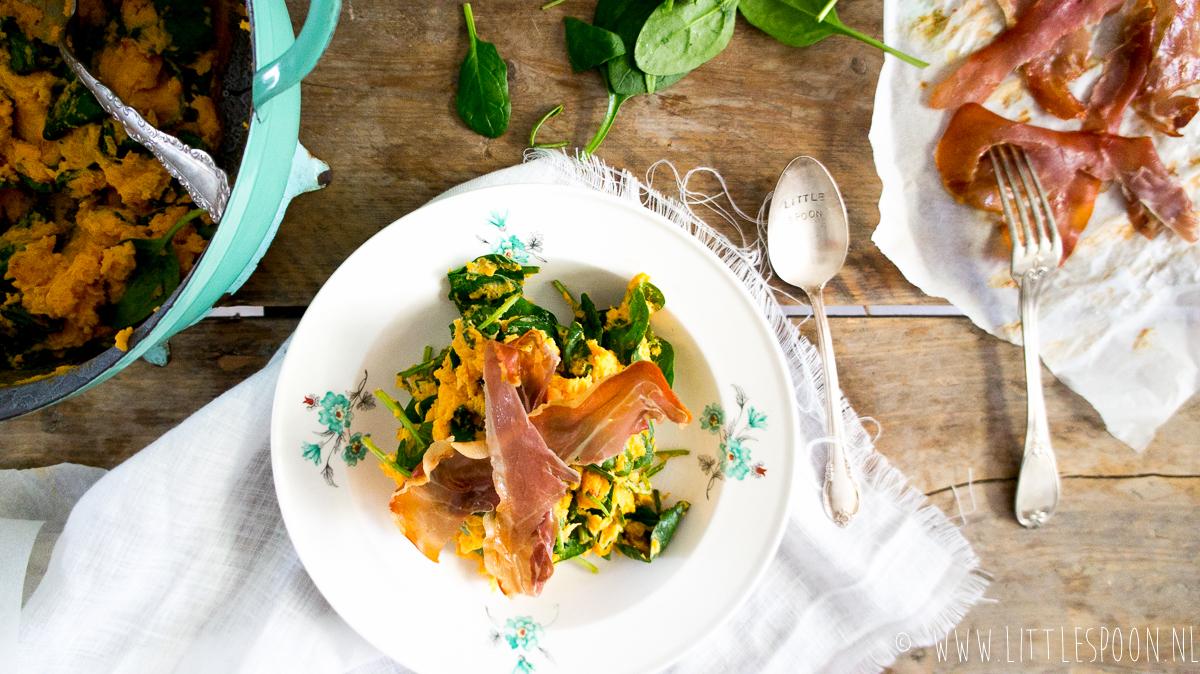 Zoete aardappel en spinaziestamppot met krokante Parmaham