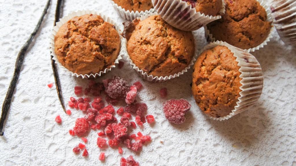 Muffins met frambozen en vanille