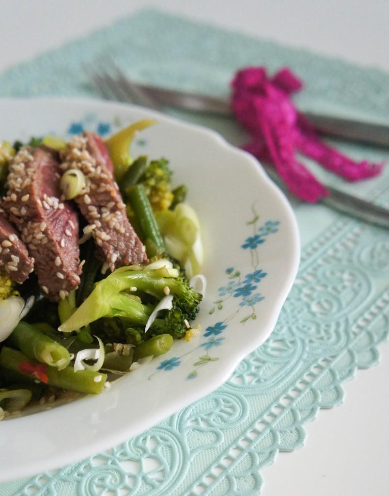 Oosterse biefstuk met broccoli en sperzieboontjes