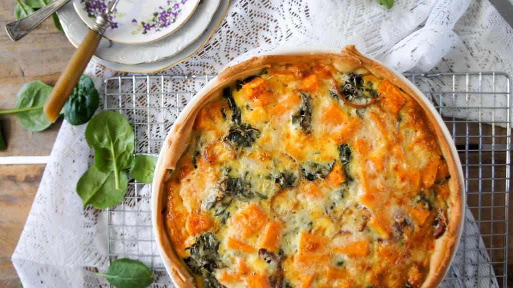Hartige taart met pompoen, spinazie en belegen kaas van kaasboerderij Schellach