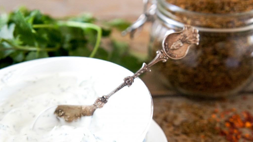 Spinaziesalade met kip en kikkererwten