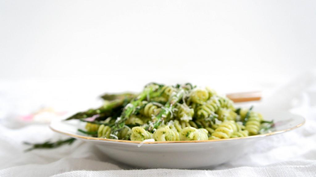 Pasta pesto met zeekraal en groene asperges
