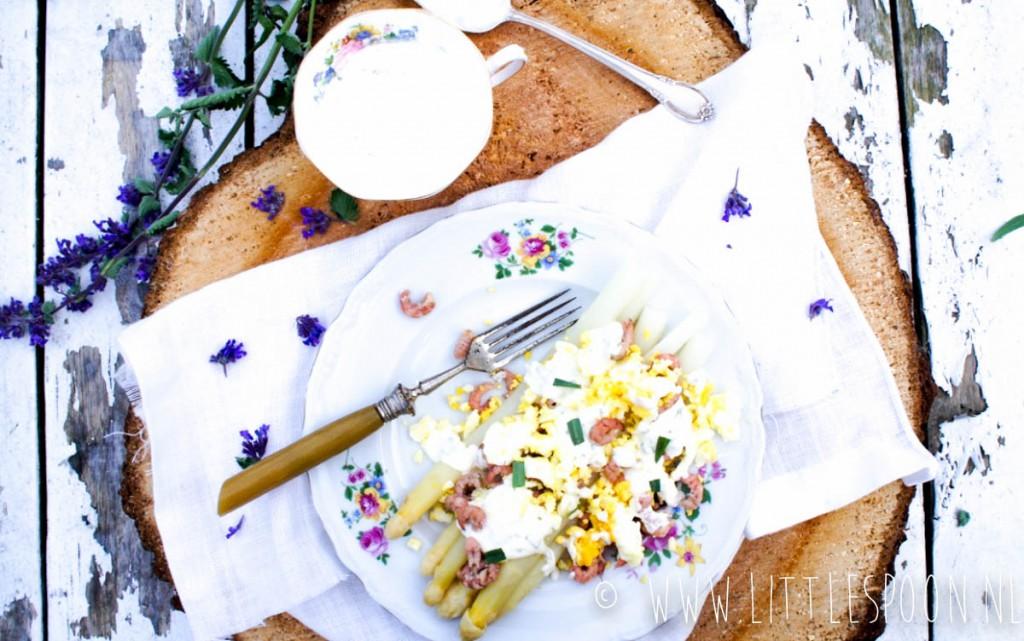 Witte asperges met dragonsaus en Hollandse garnalen