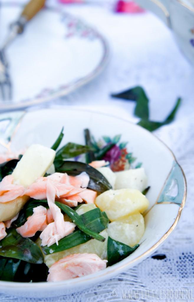 Lauwwarme aardappelsalade met witte asperges en lamsoren