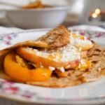Pannenkoeken met gebakken zomerfruit