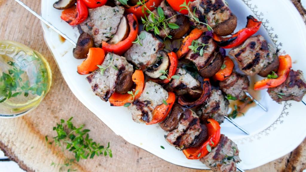 Biefstukspiezen van de barbecue