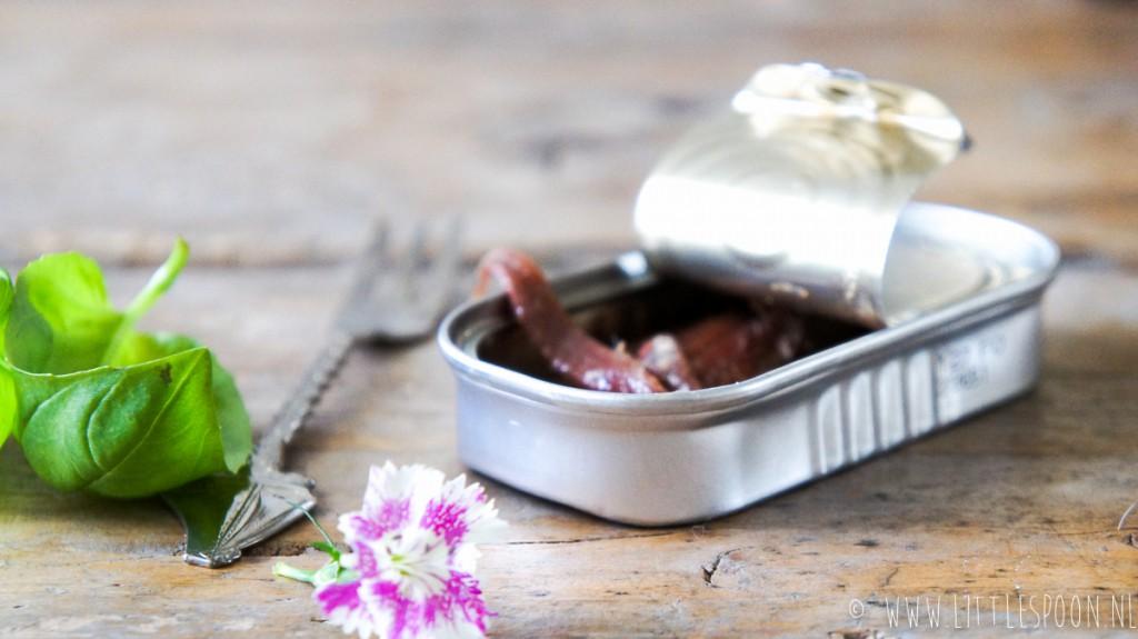 Courgettesalade met ansjovis en Parmezaanse kaas