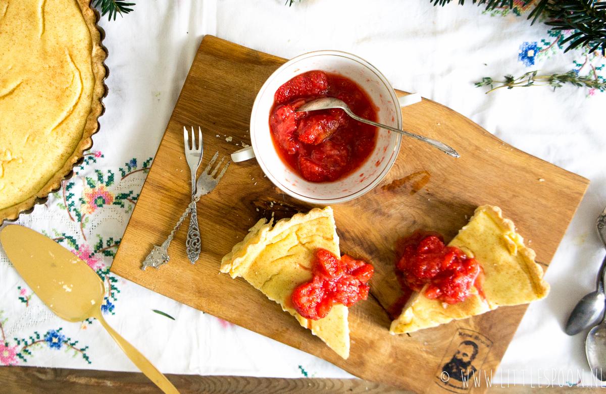 Zuid-Afrikaans melktaartje met geprakt rood fruit