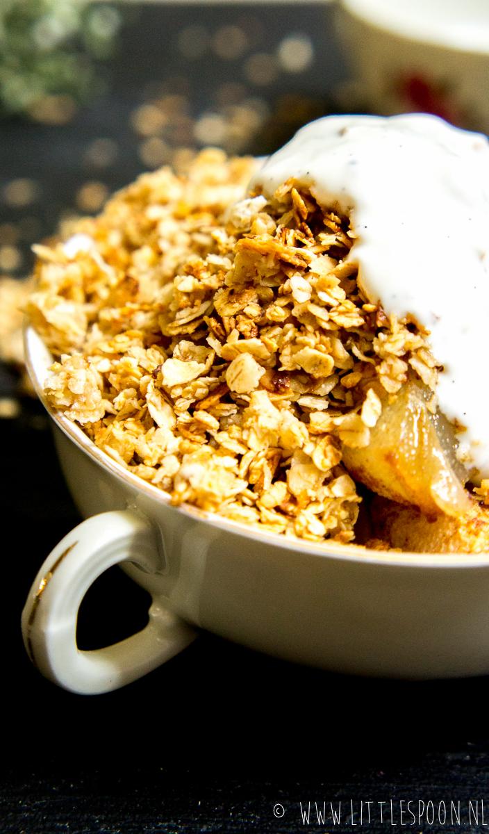 Havermoutontbijtje met warme peer en yoghurt