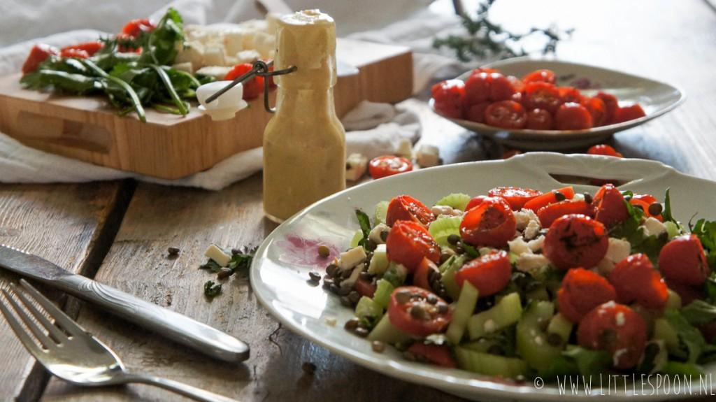 Linzensalade met feta en slome tomaten