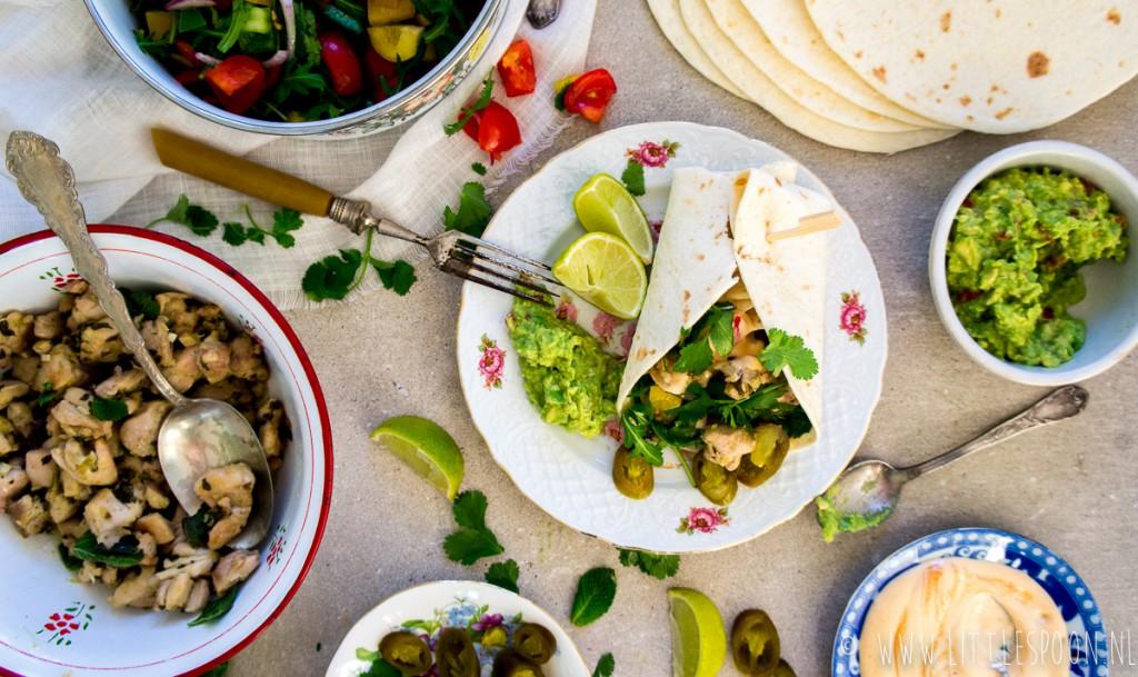 Tortilla's gevuld met kip, salsa en chipoltemayonaise