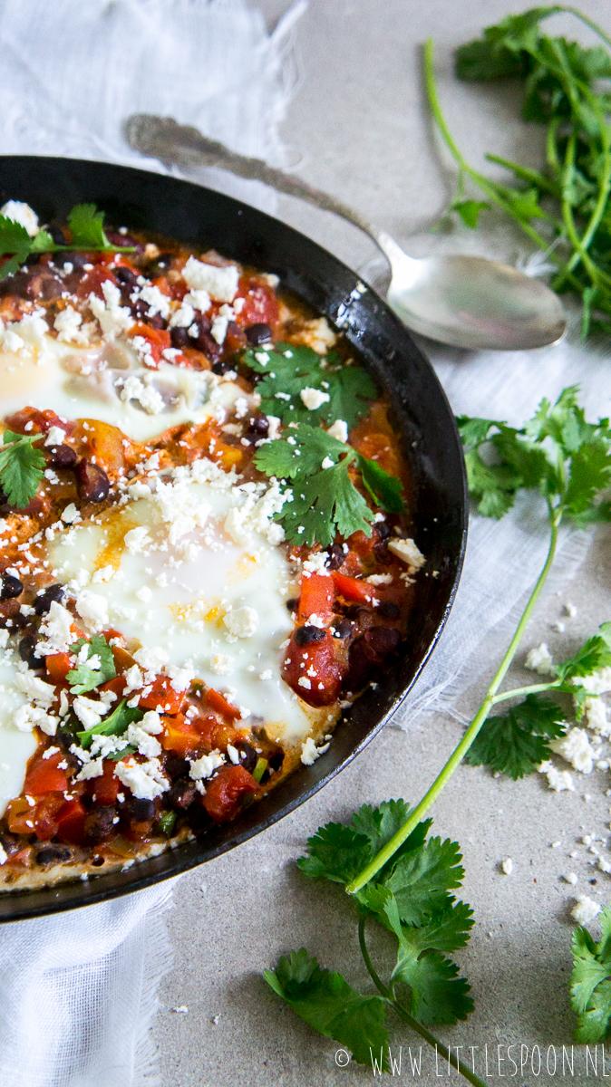 Mexicaanse shakshuka met feta en jalepeño