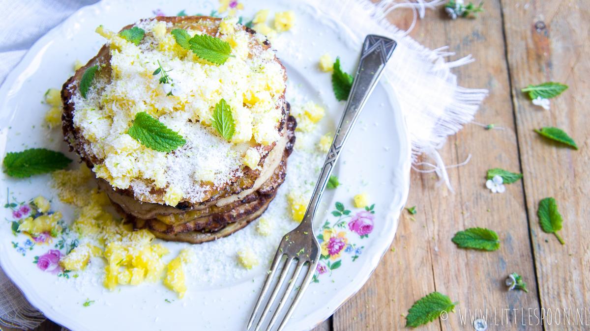 Kokospannenkoekjes met gebakken ananas