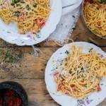 Spaghetti met krab, tomaat en rode peper