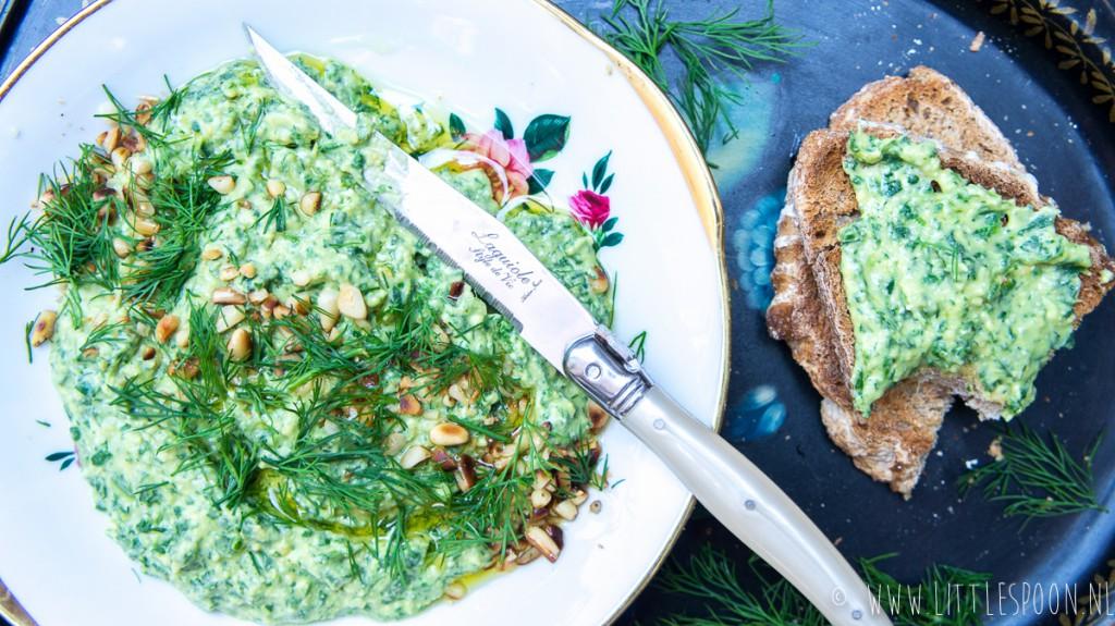 Hummus met spinazie, feta en dille