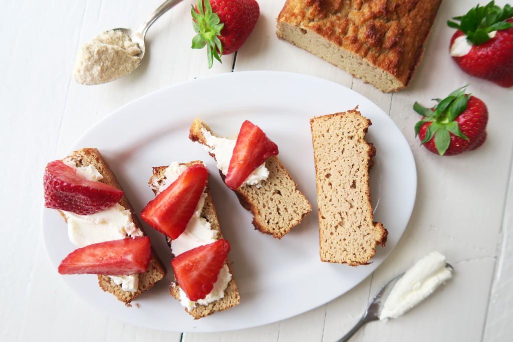 Flat cake van kokosmeel met aardbeien van Beaufood