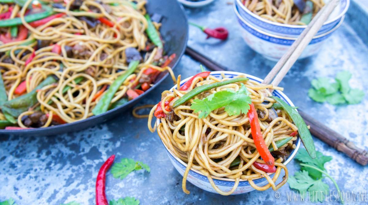 Vega lo mein // gewokte noodles met groente
