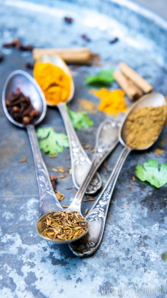 Indiase viscurry met zalm en spinazie