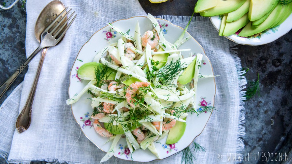 Venkelsalade met garnalen, avocado en dille