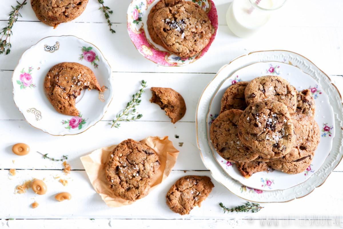 Koekjes met chocolade, pecannoten, toffee en zeezout