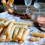 Kaasloempia's met spicy mayonaise