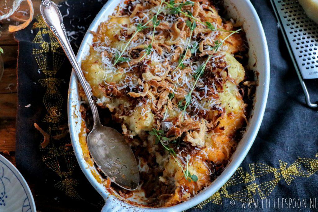 Herderspastei met knoflook-aardappelpuree en crispy uitjes