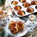 Kaneelbroodjes van croissantdeeg