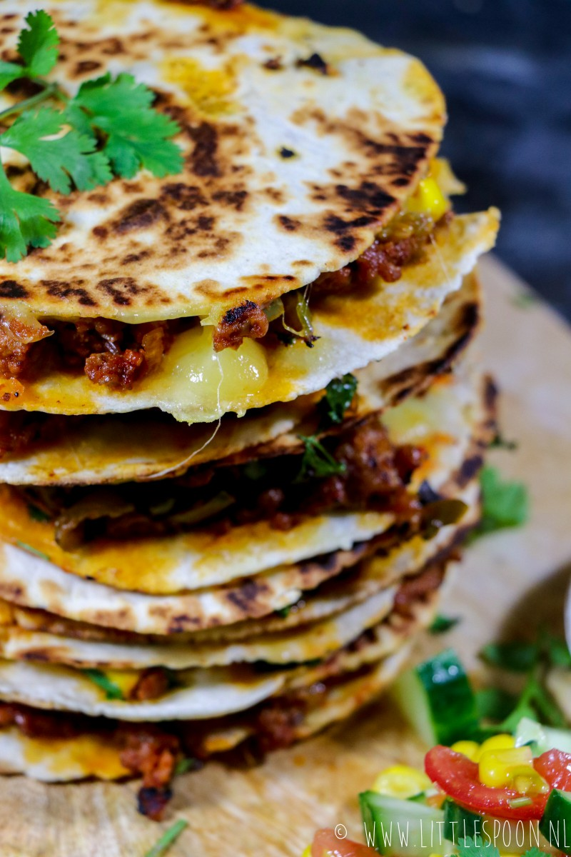 Mini quesadillas met pittig gehakt