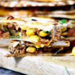 Voor bij de borrel // Mini quesadillas met pittig gehakt