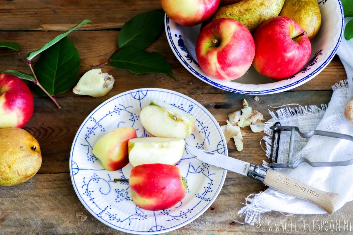 Pannenkoekjes van appel-peer-en gemberpulp met gezonde salted caramelsaus