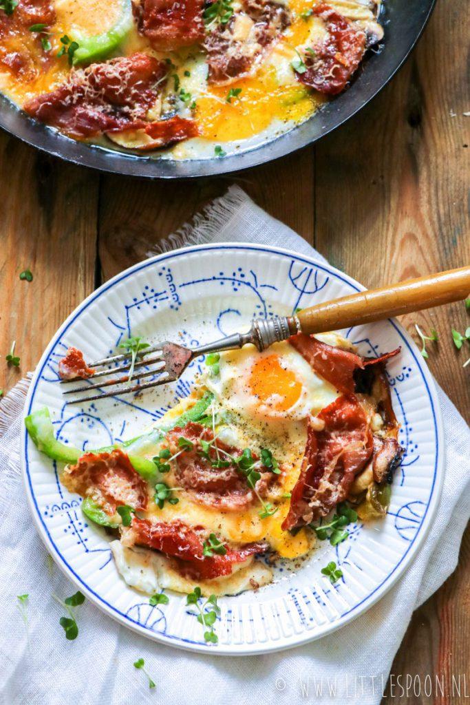 Anti-Katerontbijt #4: Gebakken eieren met Parmaham en oude kaas