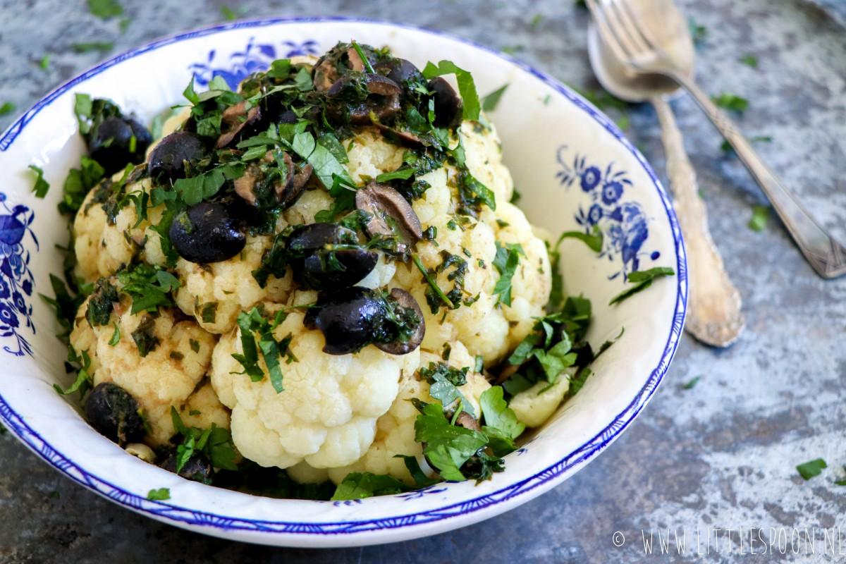 Italiaanse bloemkool met ansjovis en zwarte olijven
