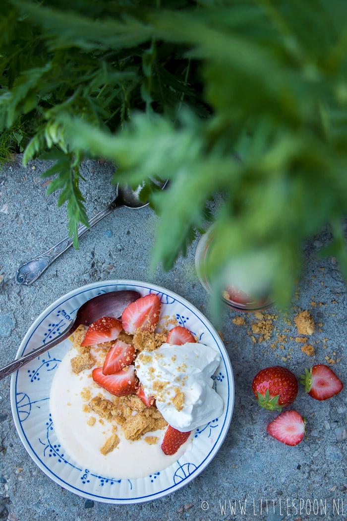 Zomerse Eton Mess met citroen en aardbeien