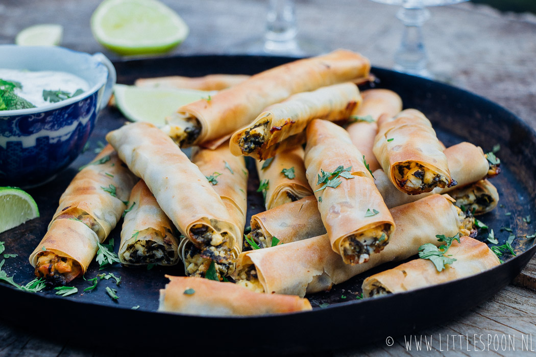 Griekse filodeeghapjes met feta en spinazie