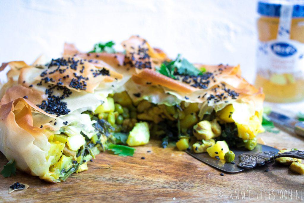 Indiase filodeegtaart met kip en gember