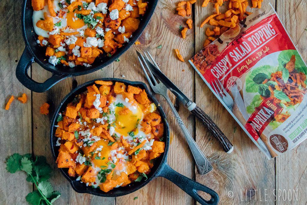 Shakshuka van zoete aardappel met feta en paprika crispy uitjes