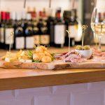 Vliegendt Hert in Middelburg // Uitgebreid borrelen met mooie wijnen en een nieuwe menukaart