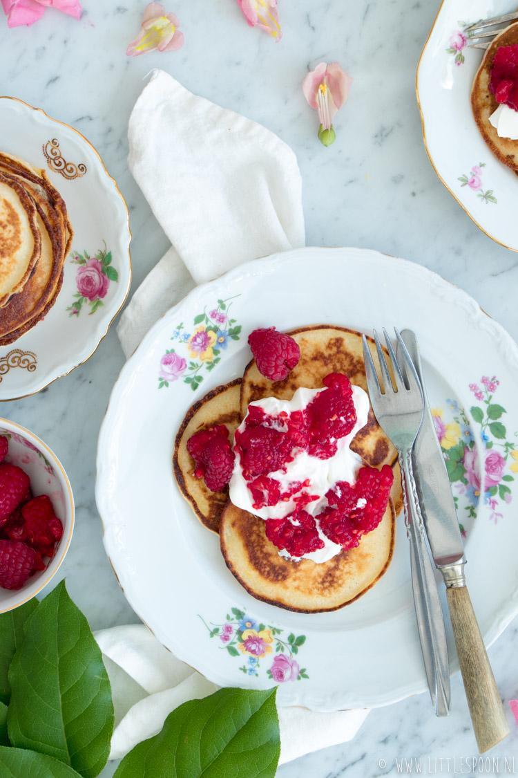 Ricotta & citroen pannenkoekjes met yoghurt en frambozen