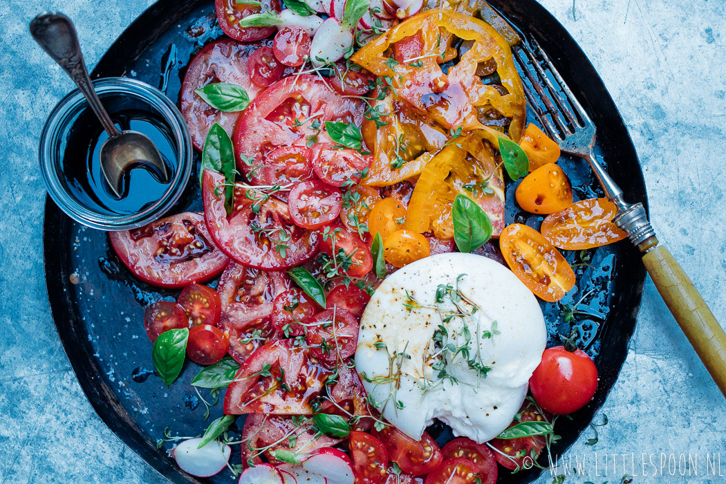 Salade caprese met burrata