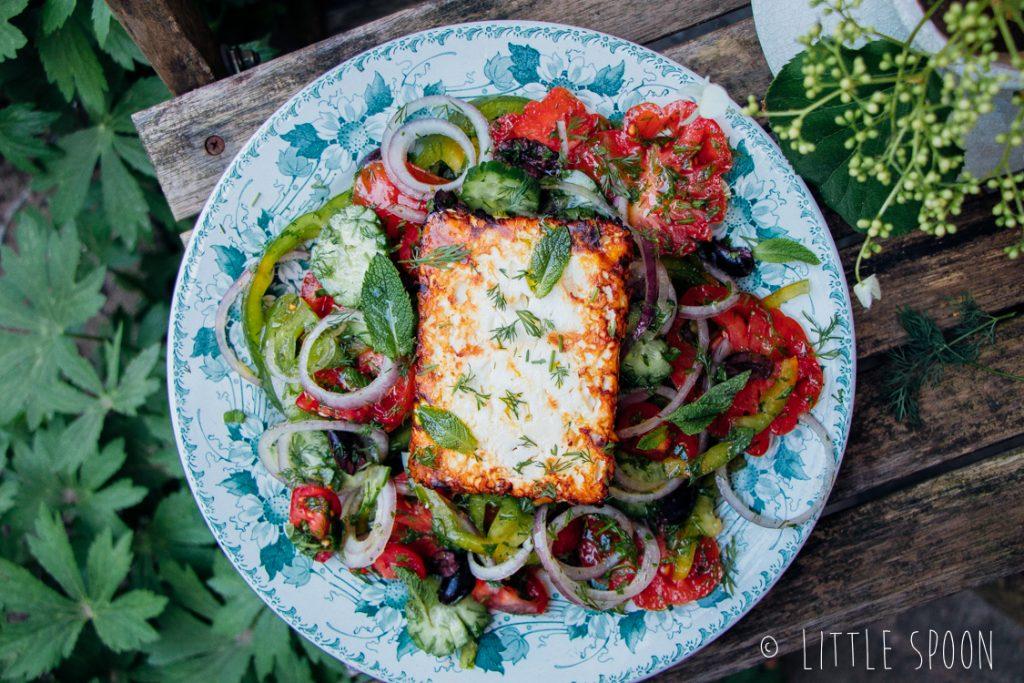 Griekse salade met gerookte feta