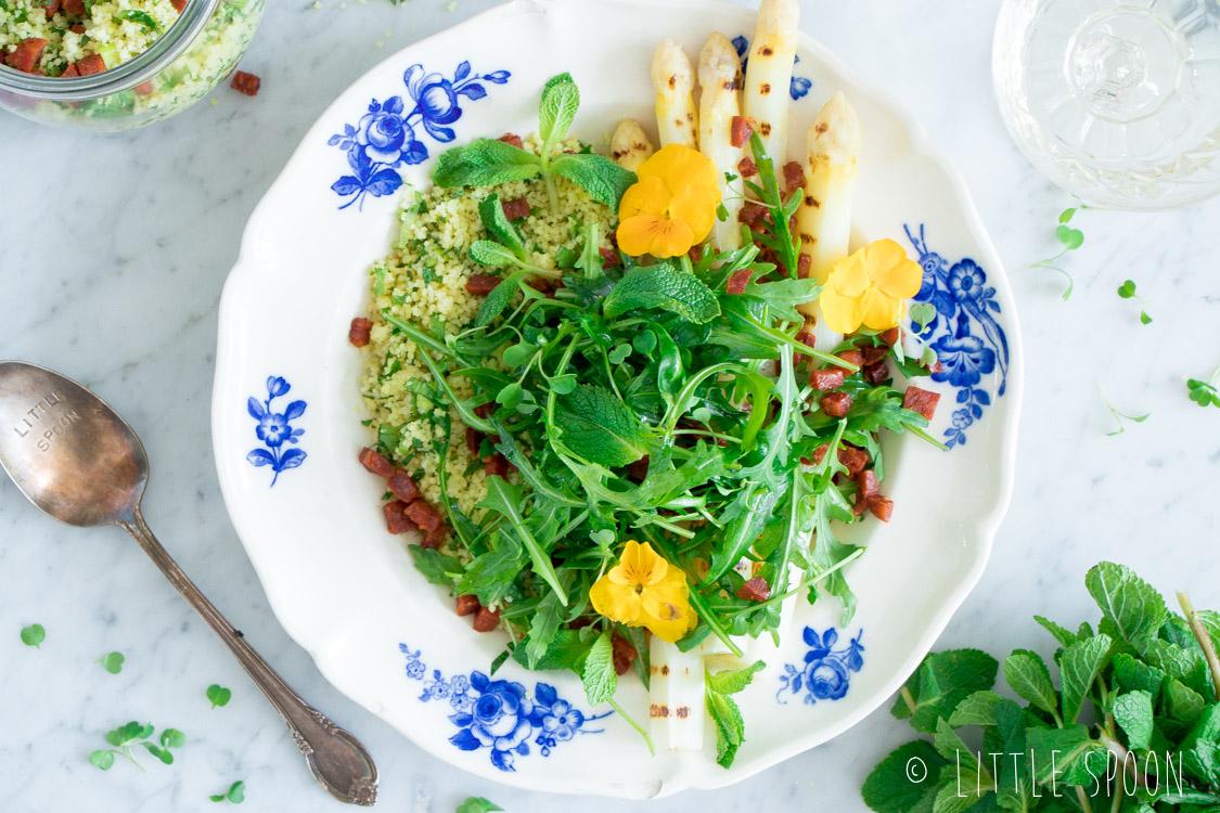 Couscoussalade met gegrilde witte asperges en chorizo