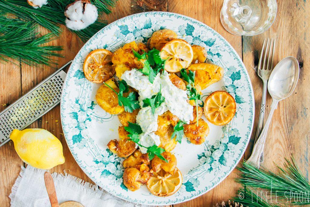 Geplette krieltjes uit de oven met crème fraîche en platte peterselie