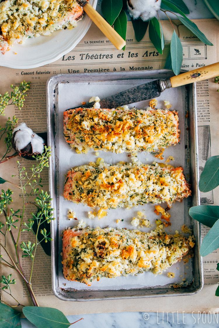Zalm uit de oven met krokante kruidenkorst & en rode bietensalade