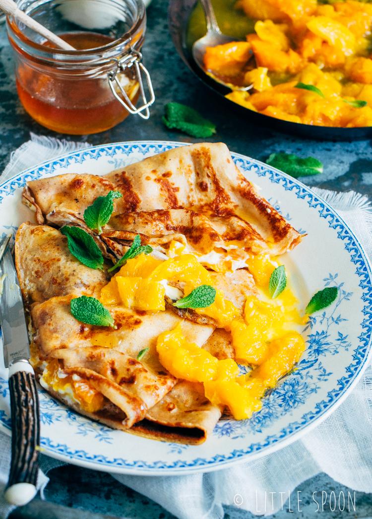 Pannenkoekjes met crème fraiche en sinaasappel compote